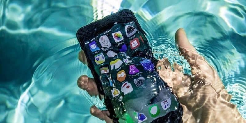 5 шагов по спасению промокшего телефона